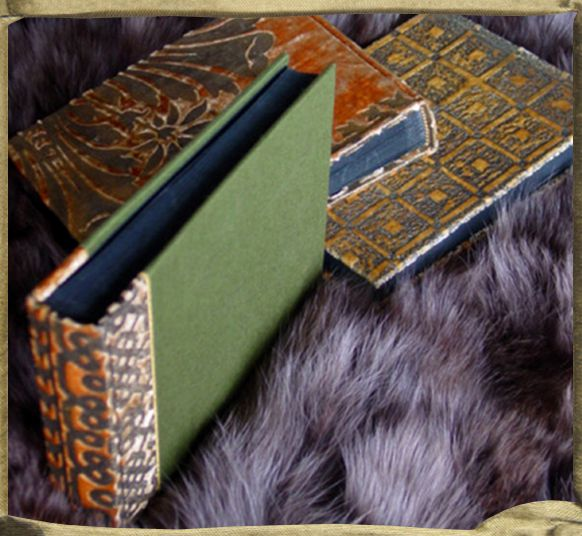 Small photo albums in gaufraged velvet.